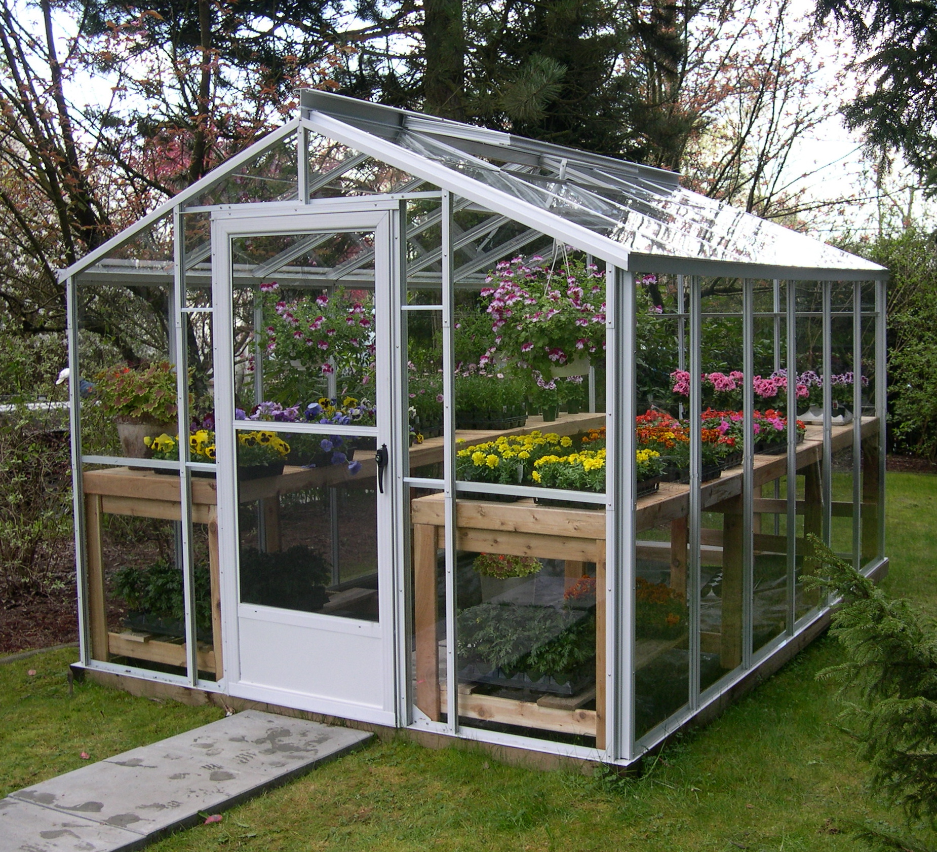 Small greenhouse plans canada for Apartment greenhouse kits